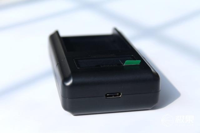 单反充电不发愁——爱克斯达Xtar充电器