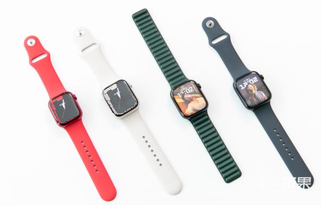 AppleWatchS7上手体验!屏幕更大更亮,充电速度暴增,还便宜了…
