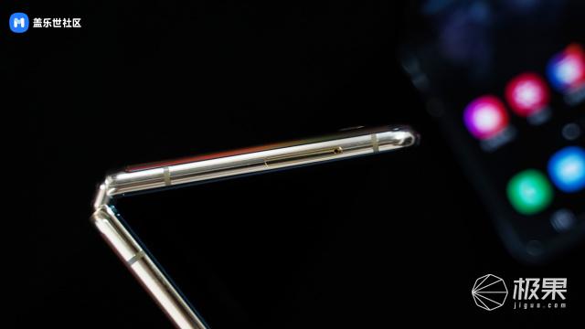 三星折叠新机不到一万?GalaxyZFlip正式发布,这次的屏幕更好用
