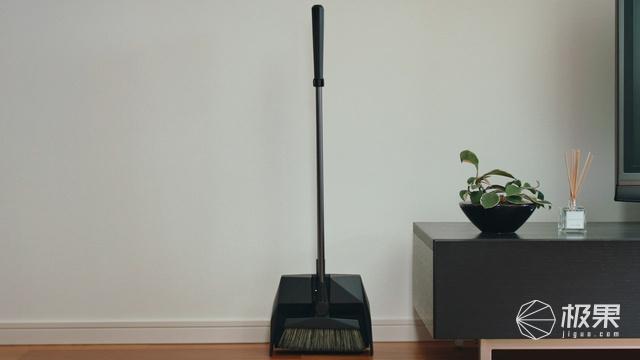 """「变态」日本人重新设计扫帚,""""一击""""清除垃圾,堪比吸尘器"""