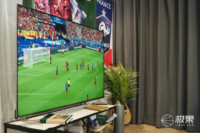 点燃夏日的看球伙伴,一块屏幕开启资深球迷的客厅嘉年华