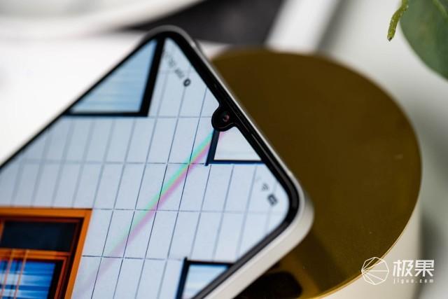 锤子活了!坚果Pro3真机首发评测:没了老罗,还有啥惊喜?