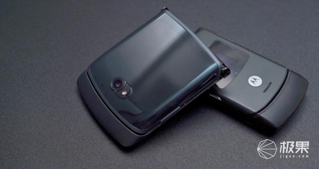 无折痕折叠屏手机来了!摩托罗拉Razr5G上手体验,真爽!