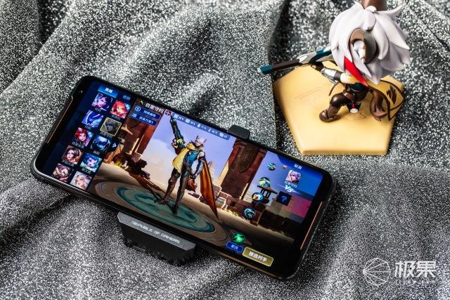 「动手玩」地表最强!ROG游戏手机2评测:120Hz丝般顺滑,大厂游戏深度定制