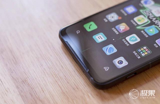 腾讯黑鲨3评测:物理级外挂,90Hz加持,真5G游戏专属手机