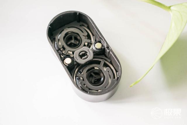 水里也可用,随身带比手机轻一半的剃须刀,你喜欢吗