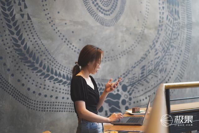 美女老板的省心办公组合:会议灵感实时记录,多种语言随时翻译!