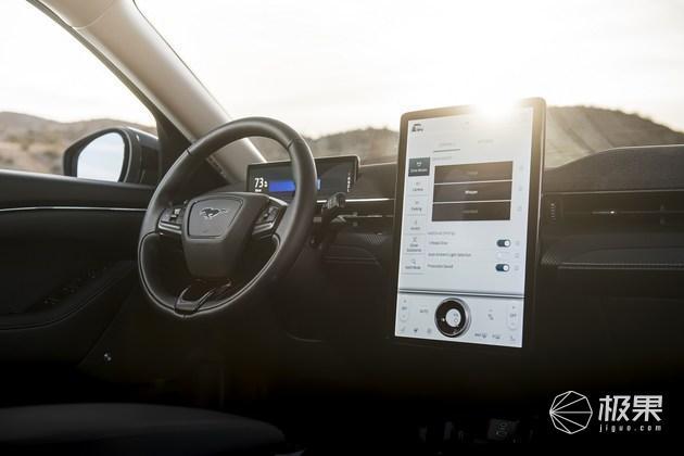 直接安装APP!福特汽车即将采用安卓系统车机,兼容Carplay