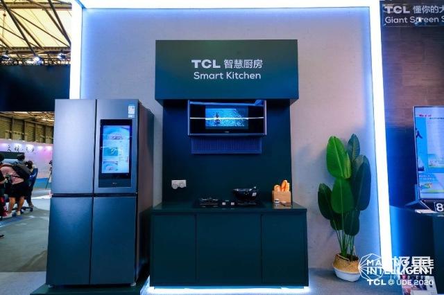 "TCLUDE""秀肌肉"",8K大屏电视跨界""包场""玩转Chinajoy"