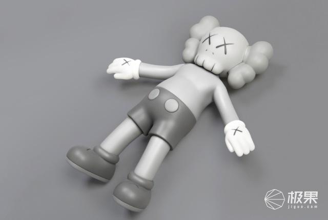 这个娃娃又来圈钱了!KAWS:HOLIDAY限定周边中国区发售