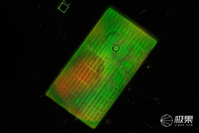 麻省理工学院设计出完全平坦的广角镜头,可拍摄180度全景图像