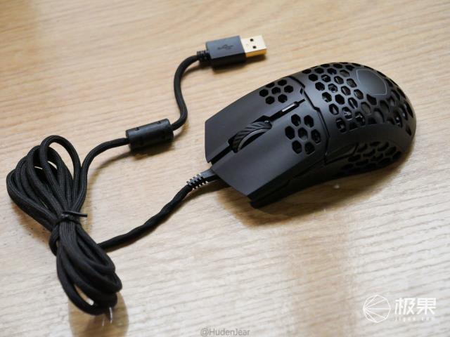 着重轻量化,辅以RGB:酷冷至尊MM711鼠标上手