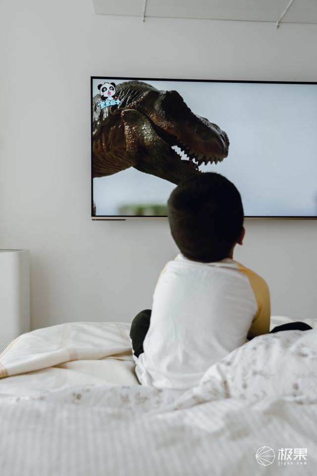 京品评测丨语音操控+海量资源,只需要一台电视,宅家就能享受到视听大餐!