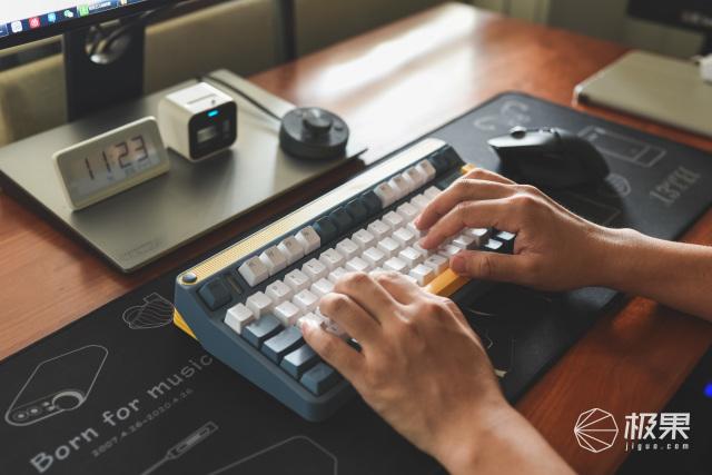 A80探索机三模机械键盘:非铝材质、活力复古、客制化外观