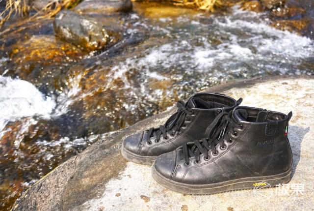 一双小黑鞋,轻松实现运动与奢华的跨界,行走的高级质感up!