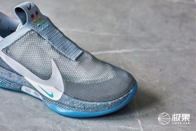 """「新东西」Nike""""电动绑带鞋""""上jio实测:年度最佳理财单品,加个灯就能涨6000?"""
