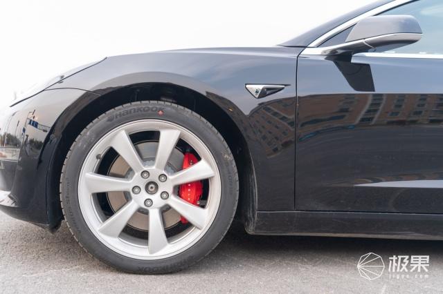 特斯拉model3刚到货,我们已经把轮毂玩脱了
