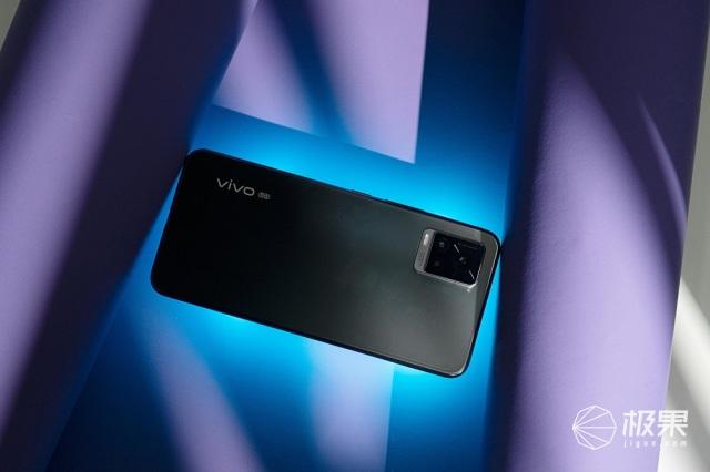 4400万像素最强自拍神器+4K视频录制!vivoS7发布,2798元起