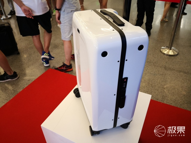 视觉黑科技加持 灵动OVIS侧跟行李箱,跟你玩转机场!