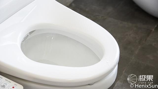 """「体验」坐下就暖的马桶盖,还能顺便做水疗!给你""""暖冬式""""如厕体验!"""