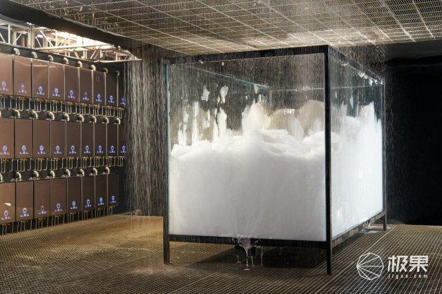 嫌弃热水器出水量太小?这台热水器在室内制造了一场人工降雨!