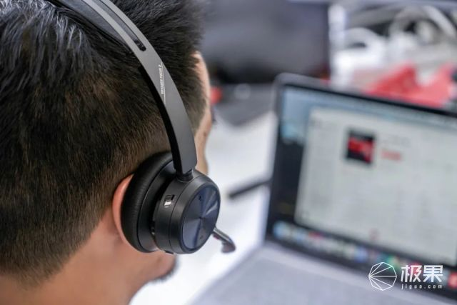 """虚拟专属空间!通话戴上""""它"""",隔绝90%杂音简直不要太安静"""