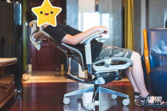 體驗感受一把可以滑翔的辦公椅