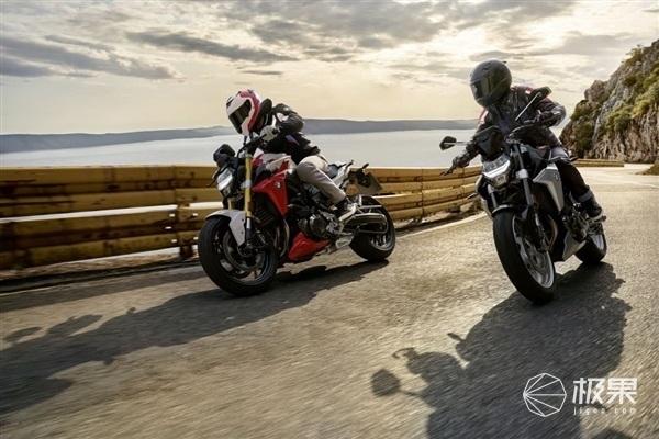 宝马旗下豪华运动摩托车F900系列正式登陆国内,售价10.59万元起