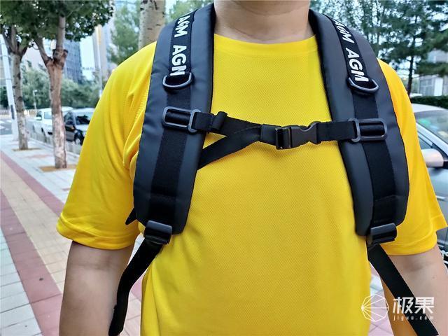 「超逸酷玩」背上AGM黑盾城市猎人双肩包去旅行