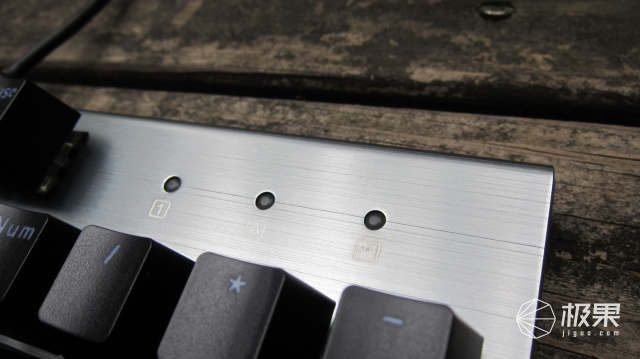 银轴速度青轴手感,这就是雷柏V530防水机械键盘