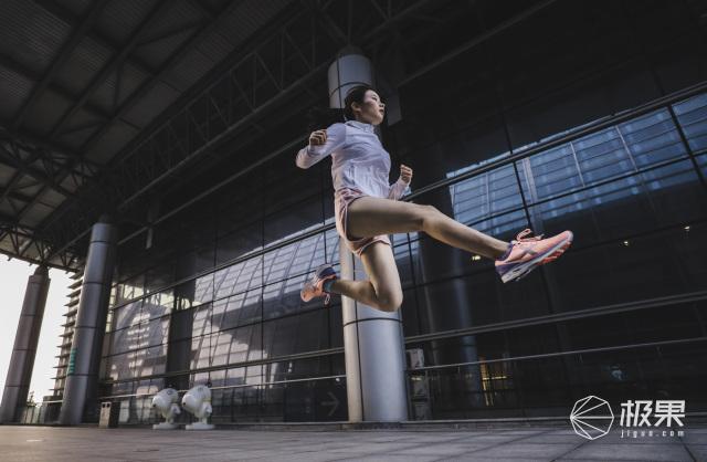 特步&Vibram竞训300马拉松训练鞋