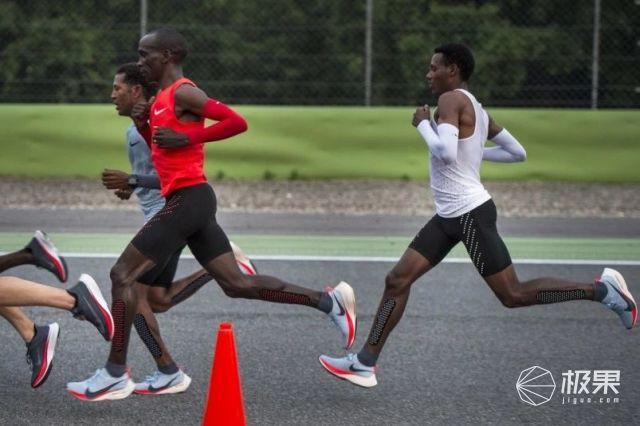 突破人類極限!2小時跑完馬拉松全程,跑神穿的裝備原來是這些......