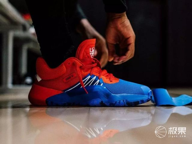 「新东西」4款蜘蛛侠配色!米切尔首款签名鞋发布,售价699元