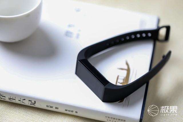 极具性价比!95元的Redmi手环,一条搅动智能手环市场的鲶鱼