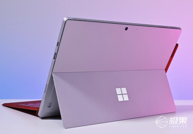 微软正在开发12.5英寸Surface翻盖PC,主打学生市场