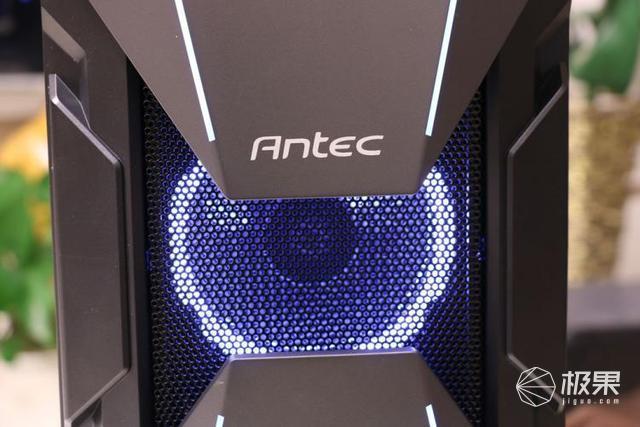 大空间和炫酷灯效简直帅得起飞|安钛克复仇者X机箱体验
