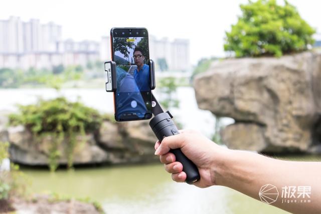 折叠便携,简而不减|飞宇VlogPocket手机稳定器