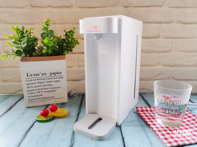 冬日里的一抹小温暖,米家即热饮水机C1