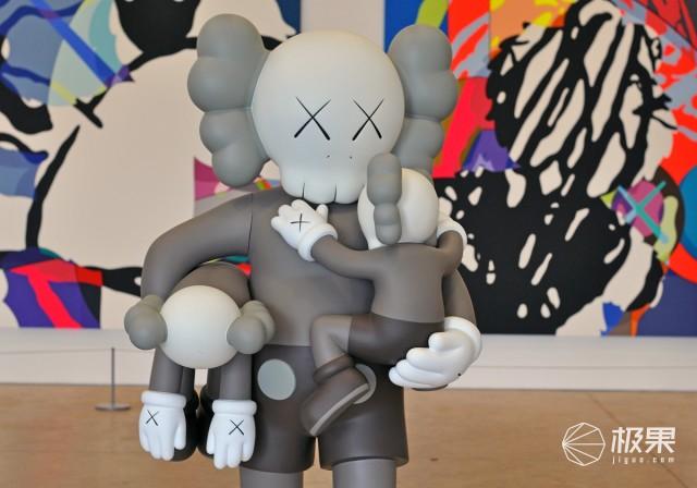 挤爆优衣库的就是它!起底最会圈钱的xx玩偶,一幅画能卖一个亿……
