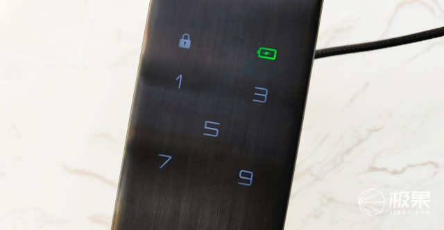 指紋鎖體驗再升級:德施曼小嘀Q3全自動智能鎖