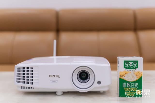 明基E500智能商务投影机:抛弃传统,走向智能投影时代