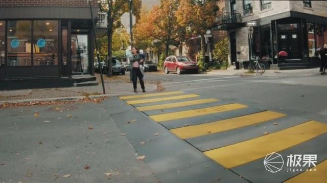 """加拿大最""""硬核""""斑马线,时刻提醒司机,开车需礼让行人!"""