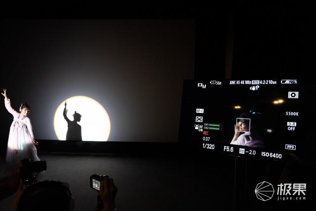 """索尼最强视频拍摄微单""""降临""""!搭配超高速存储卡,售价23999元"""
