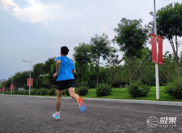 誓为保护而生——李宁越影䨻科技跑鞋评测