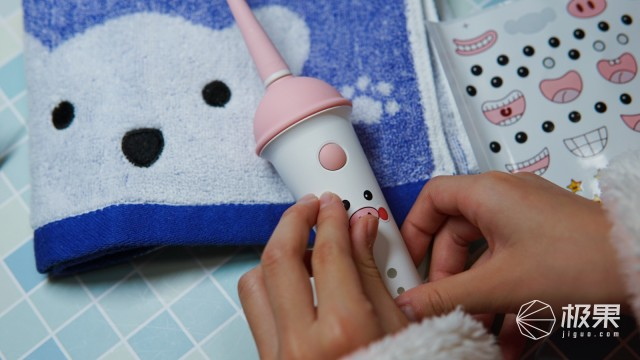 呵护牙齿到位,校爸放心,usmile冰淇淋儿童电动牙刷!