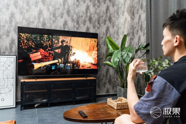 运动博主的独家健身方式:高清大屏呈现精细画质,三星QX2带来工作娱乐全新体验