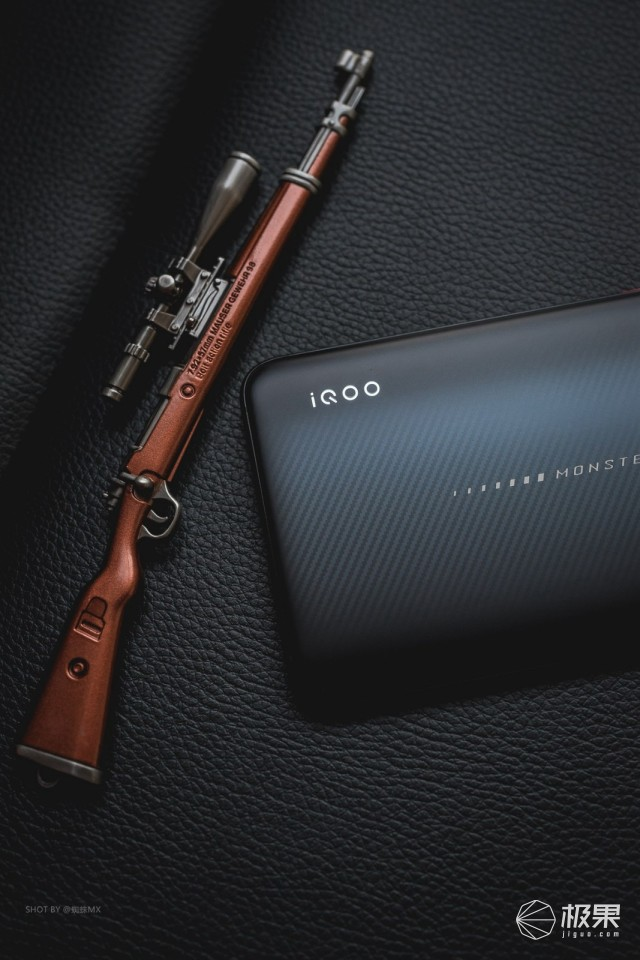 这波更新最优秀!实力吃鸡王者iQOO手机体验