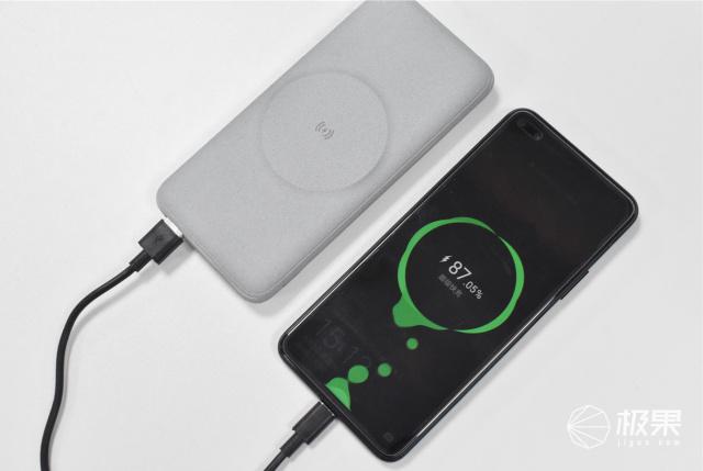 解决电量焦虑症,一充三的移动电源推出,告别共享充电宝!