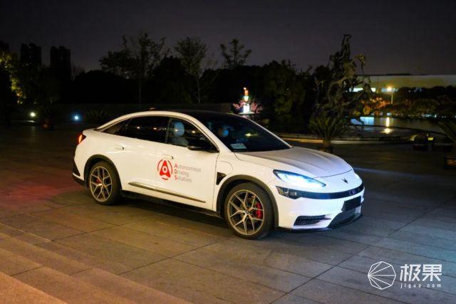 独家|华为首辆自动驾驶电动车,24小时上路实测!公开叫板特斯拉