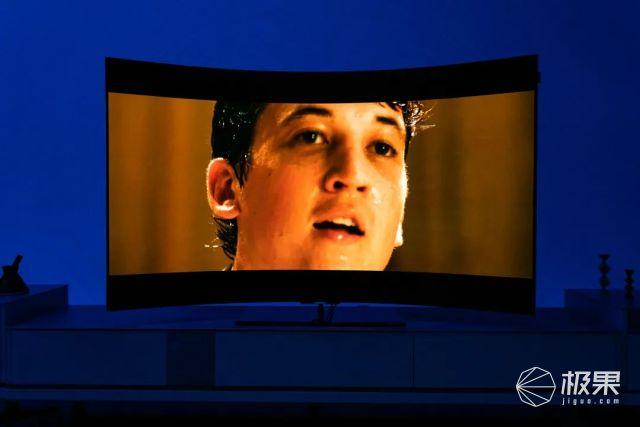 可直可弯会变身?!这款电视骚操作太多我眼睛都不够看了......